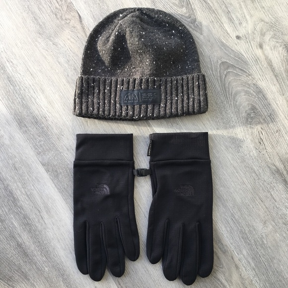 The North Face Hat   Gloves. M 5c34efffaaa5b8db4fb0e9f0 d17a6f22e04